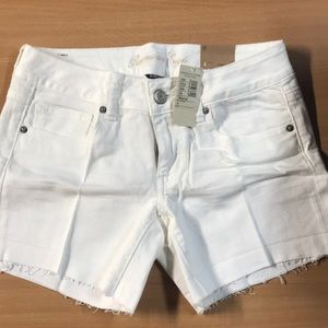 Ladies American Eagle shorts in White